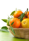 Tangerines and lemon in a basket — Stock Photo