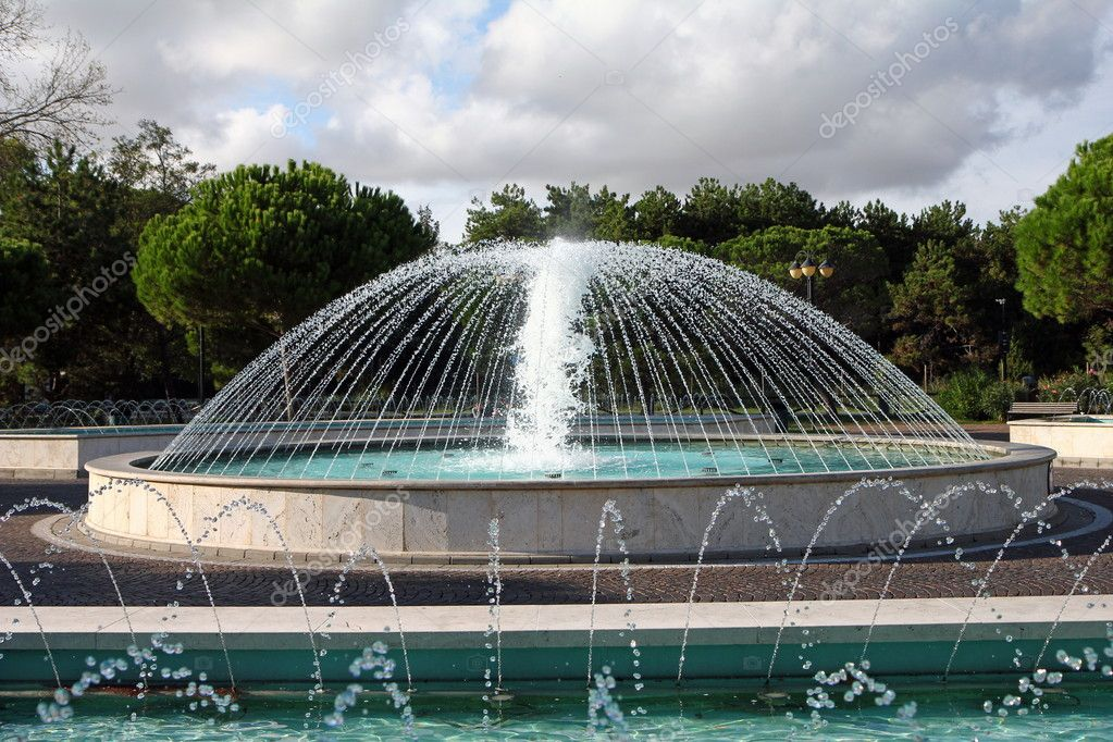 A sparkling fountain in the mediterranean area — Stock Photo #7498806