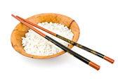 Recipiente de bambú con arroz y palillos — Foto de Stock
