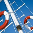 Sailing mast with life buoy over blue sky — Foto Stock