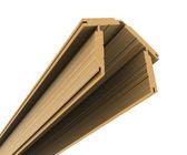 Tableros de madera apilan en forma de la casa — Foto de Stock