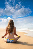 Yoga meditation on the beach — Stock Photo