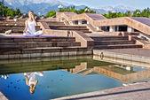 Urban Yoga nadi suddhi pranayama — Stock Photo
