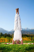 Yoga head standing — Stock Photo
