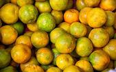 Apelsiner i marknaden — Stockfoto
