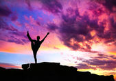 Yoga silhouette on cliff — Stock Photo