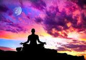 瑜伽冥想姿势剪影 — 图库照片