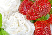 Fresh strawberries with whipped cream — Stock Photo