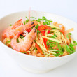 Spinach noodles and shrimps on white plate — Stock Photo