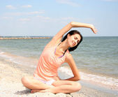 Young woman doing yoga — Stock Photo