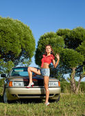 Pin-up style young woman stay before retro car — Stockfoto