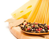 チーズとスパイスのスパゲッティ — ストック写真
