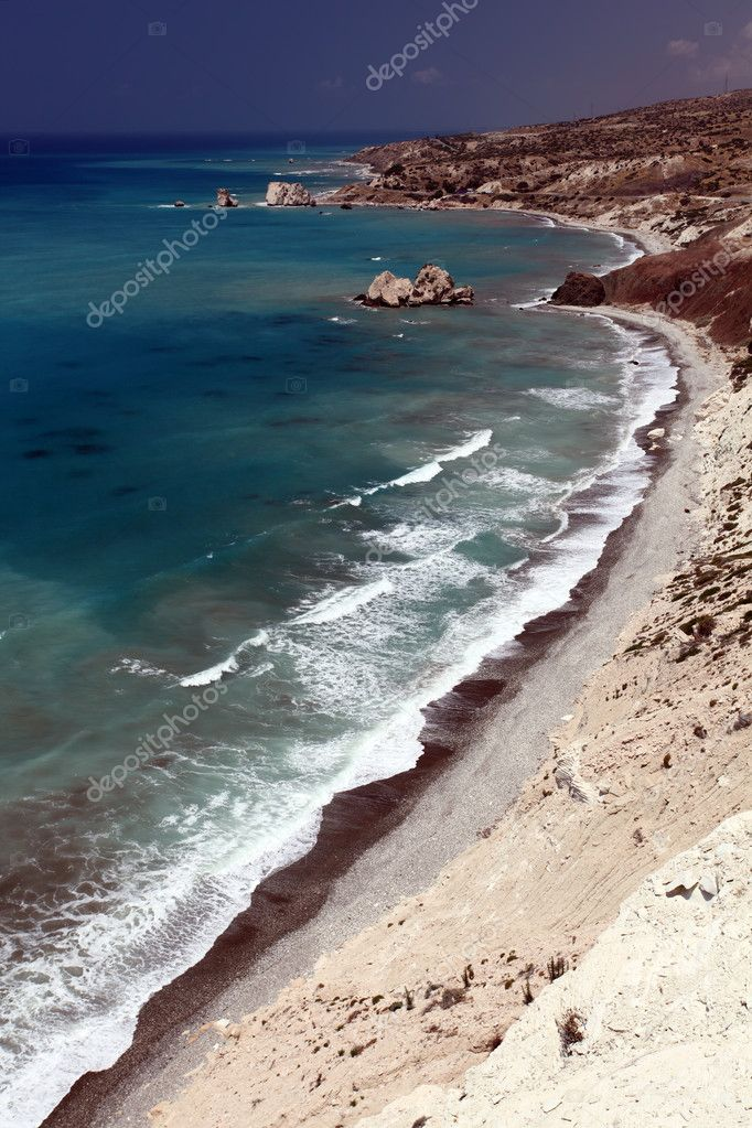 Coastline. Petra Tou Romiou (near Paphos), view of the birthplace of Aphrodite. Cyprus. — Stock Photo #7389990