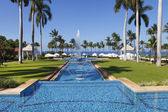 Main swimming pool alley in Grand Wailea resort, Maui. Hawaii. — Stok fotoğraf