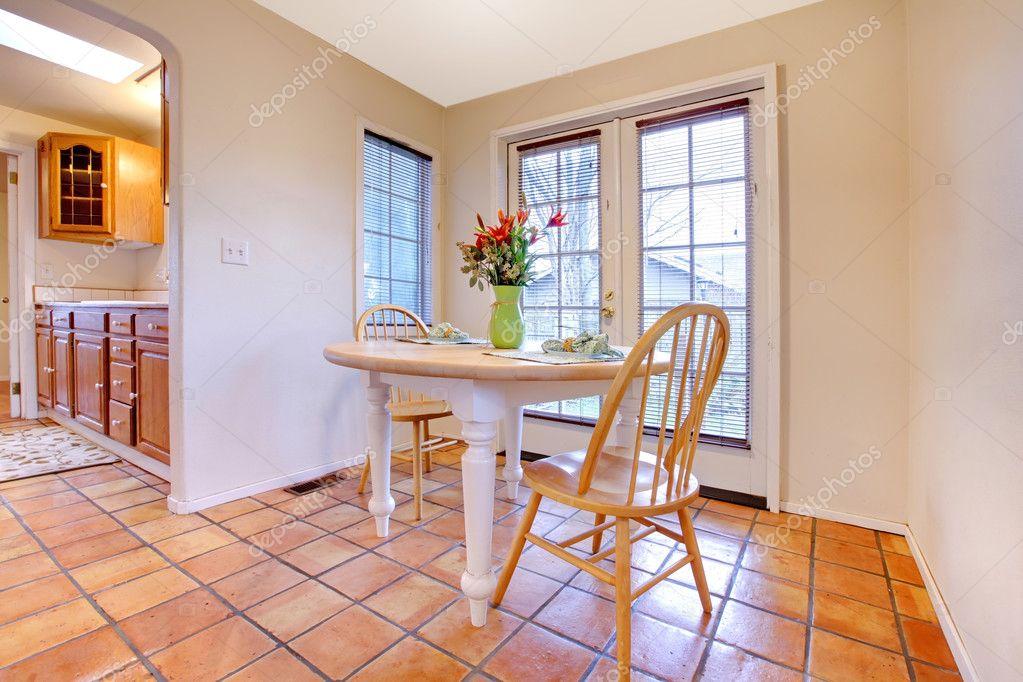 Bonne salle manger avec sol en carrelage orange for Carrelage orange