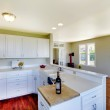KItchen with bright windows and lots of empty room — Stock Photo