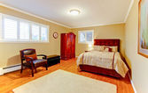Nice large bedroom with red mahogany wood. — Stock Photo