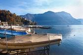 ルガーノ湖。スイス。ボートと山. — ストック写真