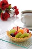 фруктовый пирог с кофе — Стоковое фото