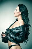 Módní portrét krásné mladé ženy — Stock fotografie