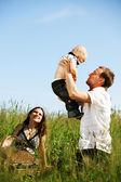 Aile içinde çim — Stok fotoğraf