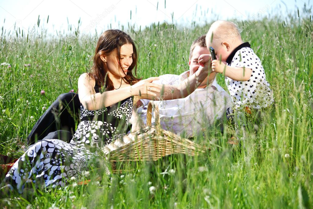happy family on picnic in green grass — Stock Photo #6839310