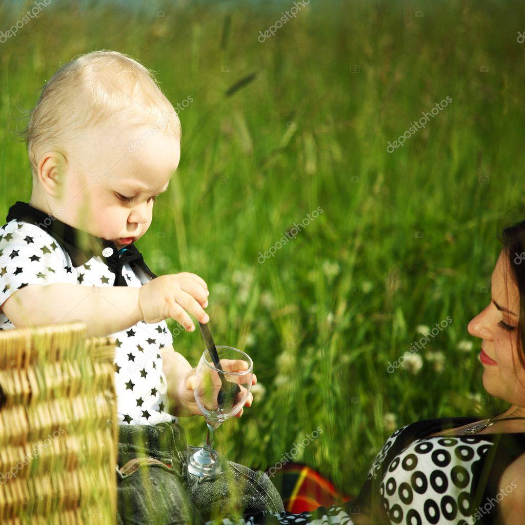 С мамочками на пикнике 2 фотография