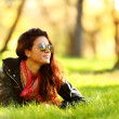 Woman on green grass — Stockfoto