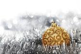 Złotą piłkę bożego narodzenia — Zdjęcie stockowe