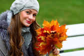 Woman portret in autumn leaf — Fotografia Stock