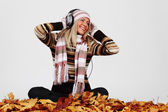 Autumn woman listening music — Stockfoto