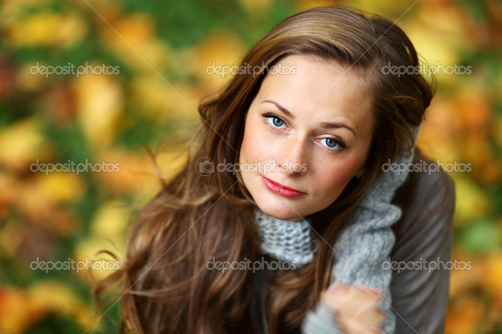 woman portret in autumn leaf close up — Stock Photo #7193026