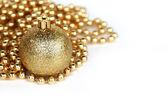 Gouden bal van kerstmis — Stockfoto