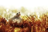 Bola de navidad oro — Foto de Stock