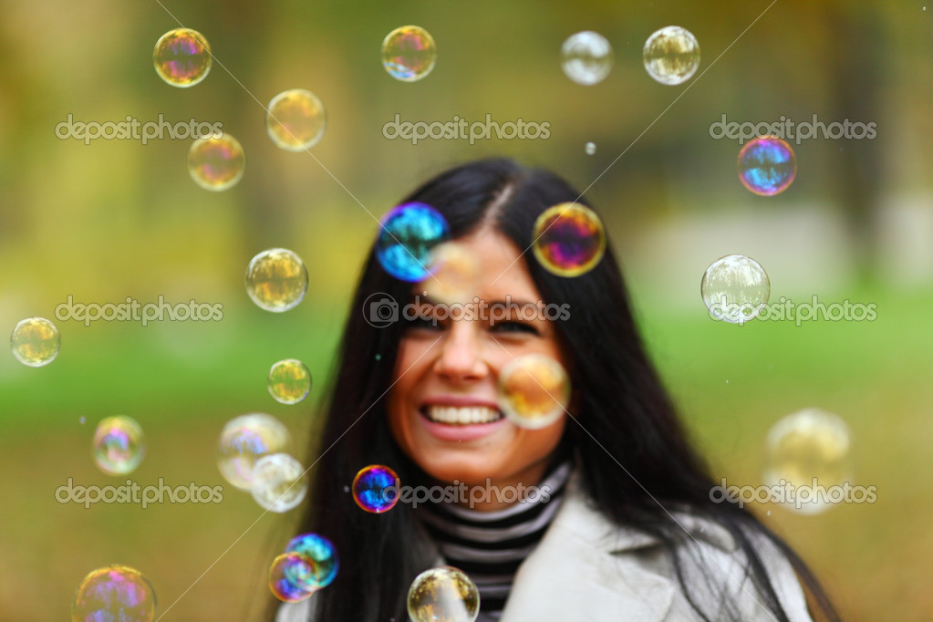 Autumn woman blow bubbles portrait in park — Zdjęcie stockowe #7294030