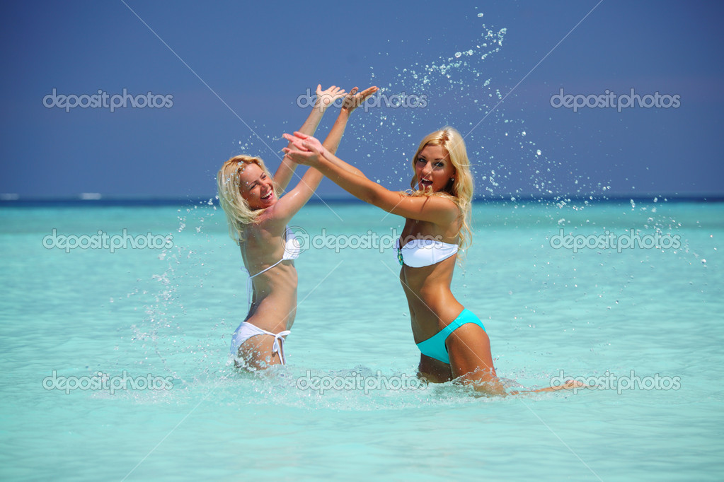 Two girls playing in ocean water — Stock Photo #7332206