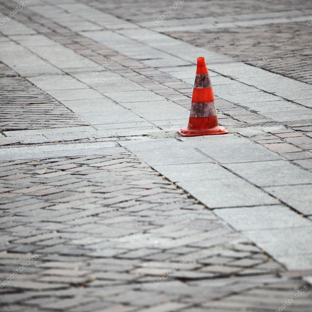 Фото дорожный конус в попе 5 фотография
