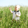 jongen in gras — Stockfoto #7472539