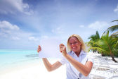 Business woman with blank paper on the ocean coast — Stock Photo