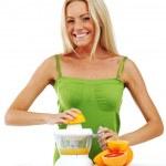 Woman squeezes juice — Stock Photo