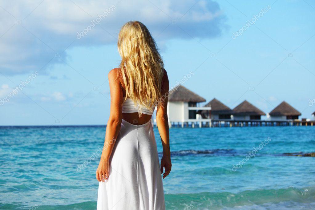 Красивые море девушек со спины на море на аву