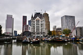 View of the canal in Rotterdam on a cloudy day — Stock fotografie