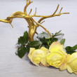 The gold tree and yellow roses on a grey background — Stock Photo