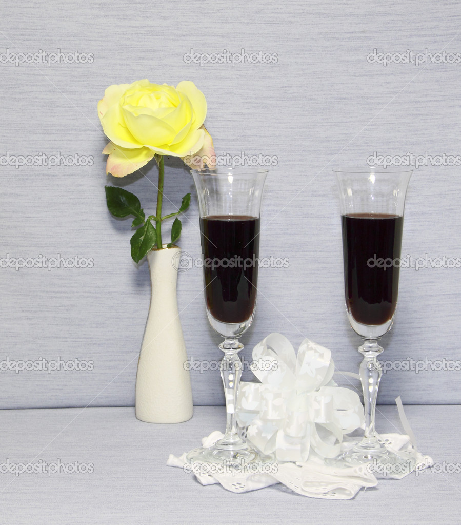Two glass glasses with wine and a yellow rose   Stock Photo #7238802