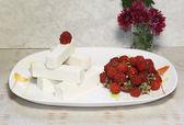 La caramella dolce di frutta bianca e un lampone su un piatto — Foto Stock