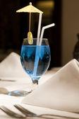 青いマティーニのクローズ アップ — ストック写真