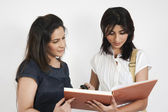 Indian and a caucasian student — Stock Photo