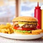 Fresh hamburger with french fries. — Stock Photo #7552966