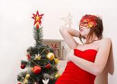 χριστούγεννα όμορφη νεαρή σέξι γυναίκα με κόκκινο χρώμα — Φωτογραφία Αρχείου