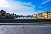 Bringe on Arno river in Florence. — Stockfoto